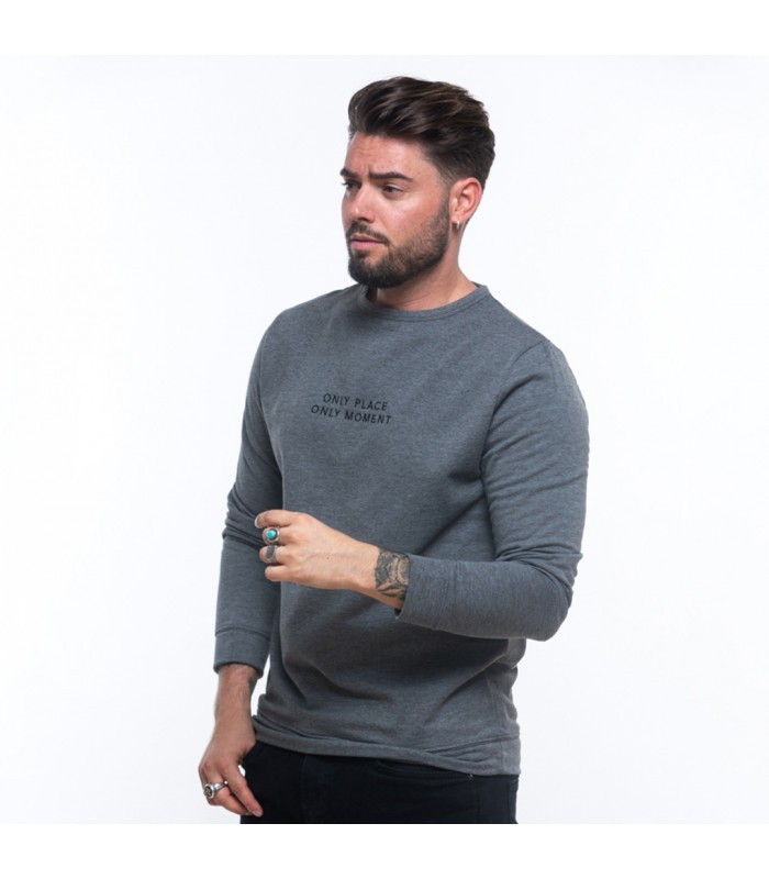 Daniel Costa with VIVALMA ONLY sweater (Vivalma).